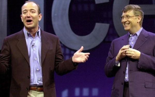 Cuộc chiến định đoạt người giàu nhất thế giới: Microsoft đấm, Amazon đã đau