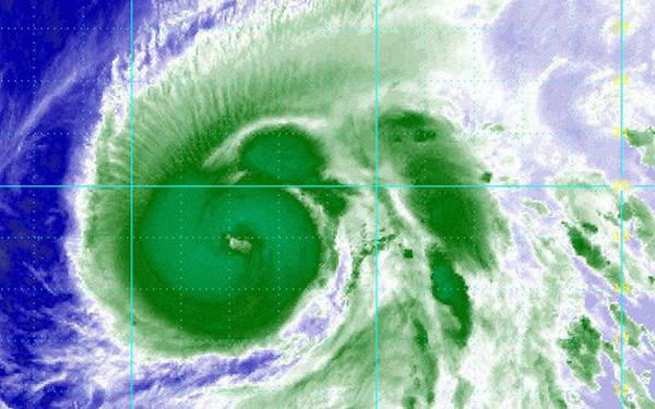 Bão Hạ Long tăng cấp thành siêu bão 'quái vật': Vì sao chuyên gia lại nói là 'may mắn'?