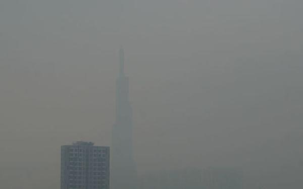 Mù kín đặc 'vây' Sài Gòn, cảnh báo ô nhiễm ở mức nguy hiểm