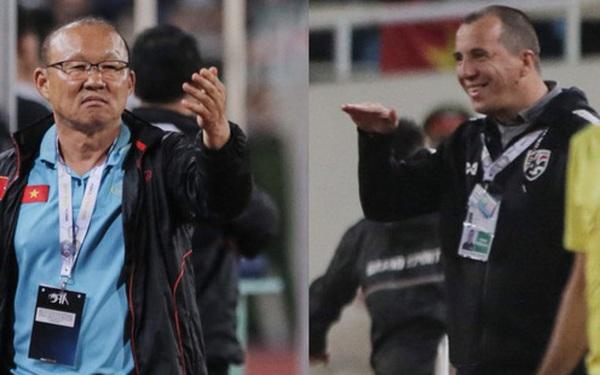 Không chỉ cười mỉa, trợ lý tuyển Thái còn có hành động phản cảm: Miệt thị ngoại hình HLV Park Hang-seo