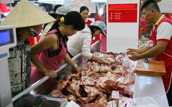 Giá thịt lợn tăng phi mã, không dám tái đàn