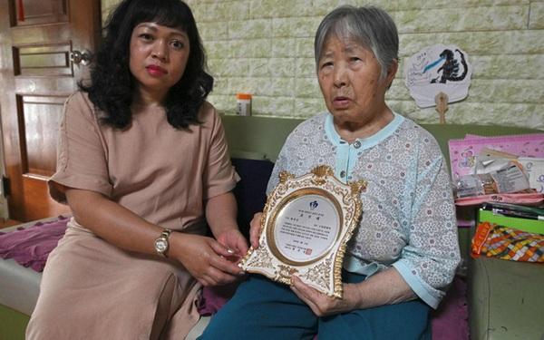 """Con dâu """"chuẩn mực"""" trong văn hóa gia trưởng của Hàn Quốc: """"Ba đầu sáu tay"""" lo việc nhà cửa, coi chồng là vua và hiếu thảo với bố mẹ chồng"""