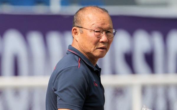 """Báo Thái gọi thầy Park là """"kẻ huỷ diệt bóng đá Thái Lan"""", chê HLV người Nhật """"không thể hiện được sự thông minh"""""""