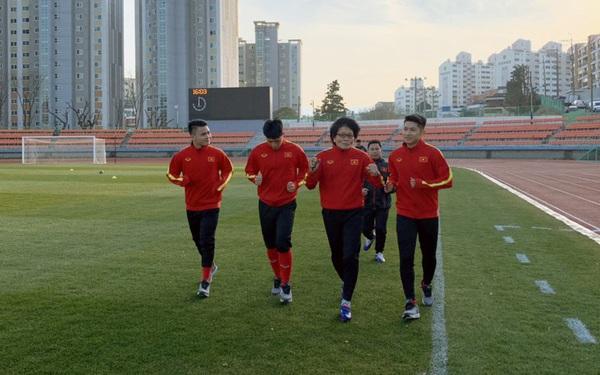 VCK U23 châu Á 2020: Quang Hải và Đình Trọng chính thức ra sân tập luyện cùng đồng đội