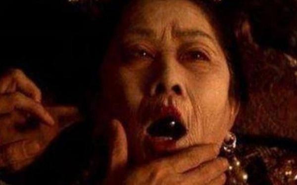 Lý do người Trung Quốc xưa luôn để một đồ vật vào miệng người đã khuất là gì?