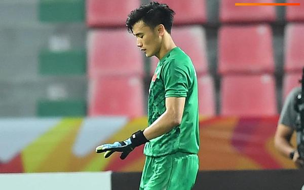 """Cận cảnh pha Tiến Dũng sai lầm nghiêm trọng, cơ hội đi tiếp của U23 Việt Nam bé bằng """"con kiến"""""""