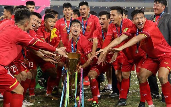 Lần đầu tiên tìm hiểu và biết 'Việt Nam là nấm mồ của các HLV nước ngoài', thầy Park vẫn ký hợp đồng: May mắn chỉ mỉm cười với những người thực sự nỗ lực!