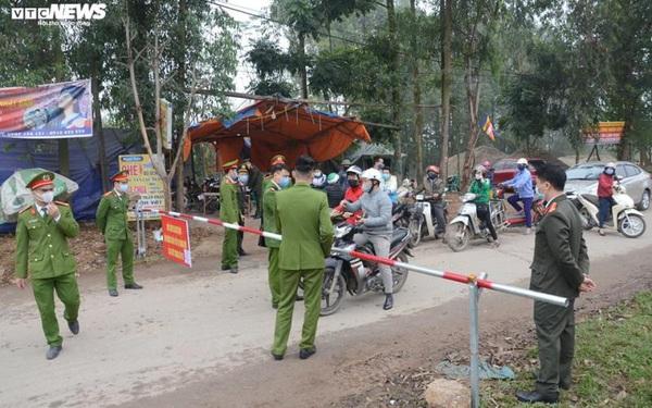 Ảnh: Cận cảnh bên trong 'tâm dịch' tại Vĩnh Phúc, nơi có hơn 10.000 dân bị cách ly hoàn toàn