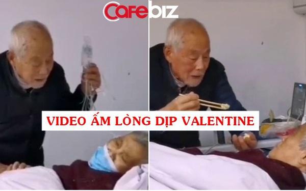 Cùng mắc Covid-19, cụ ông 87 tuổi tay vừa cầm theo túi truyền nước vừa bón từng thìa đồ ăn cho vợ 83 tuổi trên giường bệnh khiến cư dân mạng xuýt xoa