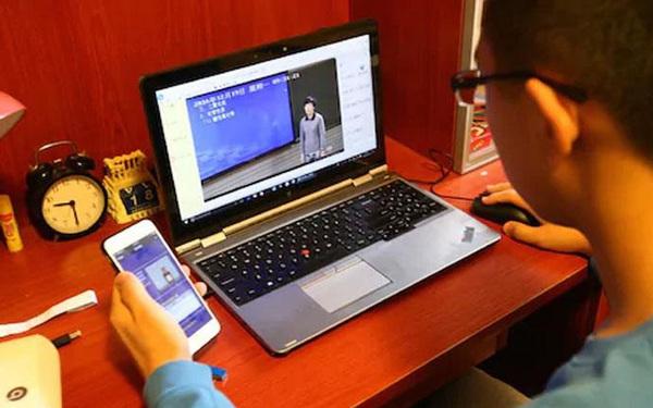 Học sinh cấp 2 giả làm hiệu phó, lừa giáo viên giải tán buổi học trực tuyến