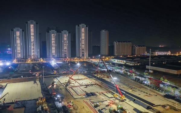 """Hình ảnh mới nhất về hai bệnh viện dã chiến sắp hoàn tất ở Vũ Hán: """"Thời gian là mạng sống. Chúng tôi đang chạy đua với cái chết!"""""""
