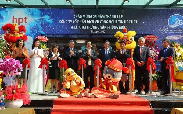 Thứ trưởng Bộ Thông Tin & Truyền thông trao bằng khen cho HPT Việt Nam nhân lễ kỉ niệm 25 năm thành lập