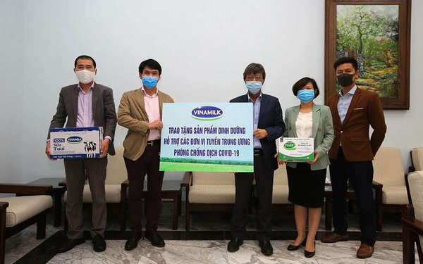 Vinamilk ủng hộ gần 15 tỷ đồng tiếp sức 'tuyến đầu' chống dịch Covd-19