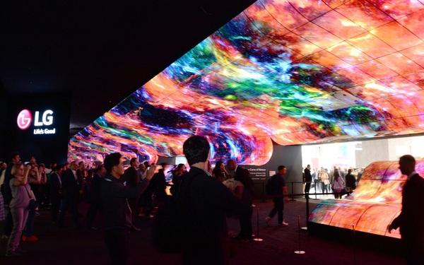 Vì sao 15 hãng TV lớn đều theo đuổi OLED hay còn gọi là Organic LED?