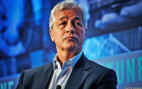 """Từ """"người thất nghiệp nổi tiếng nhất nhất nước Mỹ"""" đến ông chủ đế chế hùng mạnh nhất phố Wall, công việc của Jamie Dimon ở JPMorgan đã xong?"""