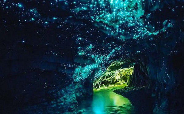 """Tận mắt chiêm ngưỡng """"dải ngân hà dưới lòng đất"""" có thật trên thế giới, tìm ra nguyên nhân các đốm sáng lung linh ai cũng bất ngờ"""