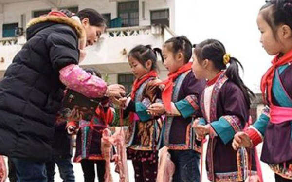 Trường học Trung Quốc thưởng thịt lợn cho học sinh giỏi