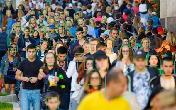 Lộ diện ứng dụng giúp người lạ tìm được thông tin của bất kỳ ai chỉ dựa vào một bức ảnh, bá đạo đến mức cả FBI cũng phải dùng