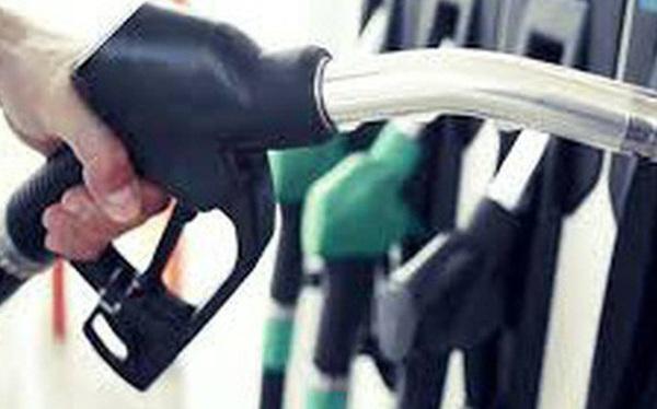 Giá xăng giảm mạnh gần 800 đồng/lít kể từ 15 giờ chiều nay