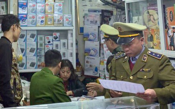 Hà Nội: Xử phạt gần 60 triệu đồng, tịch thu toàn bộ số tiền thu lợi bất chính đối với 2 cửa hàng tăng giá khẩu trang