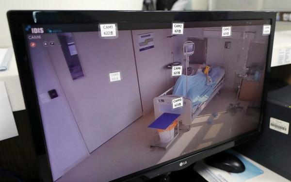 Bệnh nhân nhiễm virus đầu tiên của Hàn Quốc chữa trị gần 1 tháng vẫn chưa khỏi bệnh gửi thư cho đội ngũ y tế từ trong phòng cách ly