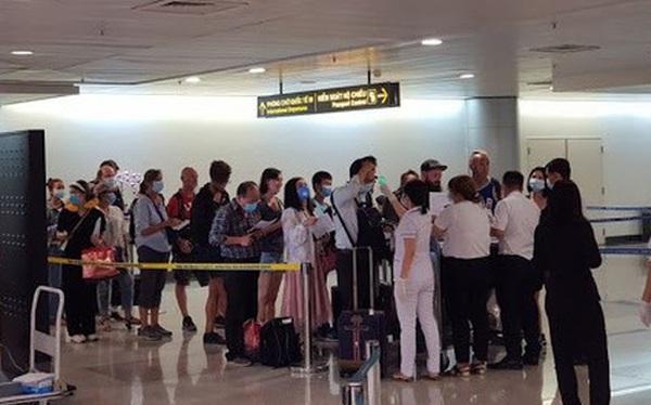 TPHCM đón hơn 8.000 người về từ Hàn Quốc