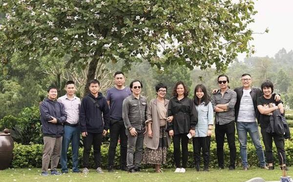 4 năm ngày mất, vợ con và ban nhạc Bức Tường đến viếng mộ cố nhạc sĩ Trần Lập: Người đã ra đi nhưng cái tình còn mãi!