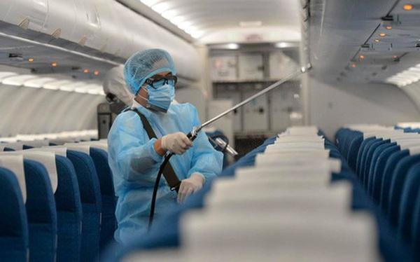 Những số ghế nào trên chuyến bay VN0054 được xem là tiếp xúc gần với bệnh nhân thứ 17?