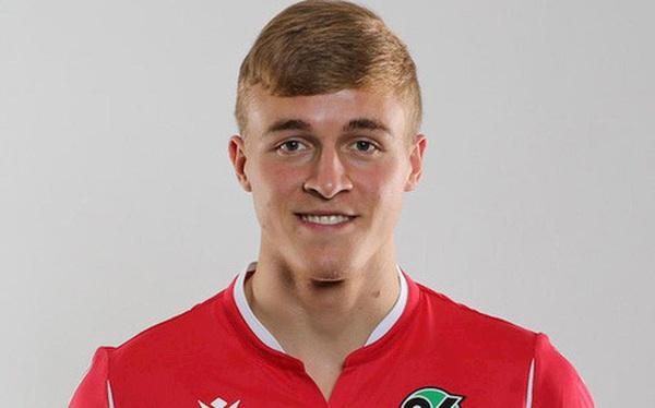 Hậu vệ Đức trở thành cầu thủ bóng đá đầu tiên nhiễm COVID-19