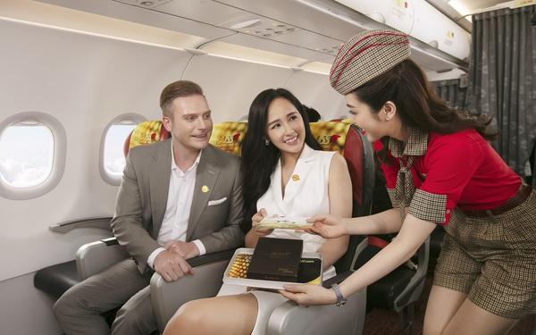 """Cùng hoa hậu Mai Phương Thúy và ca sĩ Kyo York tận hưởng dịch vụ """"sang, xịn, mịn"""" của Vietjet"""