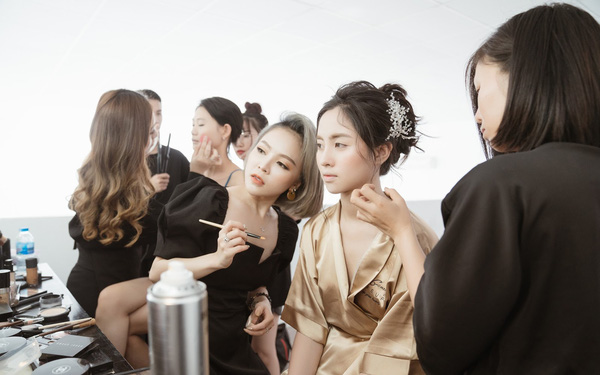Make Up Artist Ngọc Gemmy: Không những xinh đẹp, tài giỏi còn chăm con cực khéo