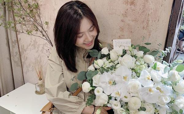 Bán hoa tiền triệu/bó vẫn đắt khách, nhiều sao Việt cũng lùng mua, tiệm hoa này có bí quyết gì?