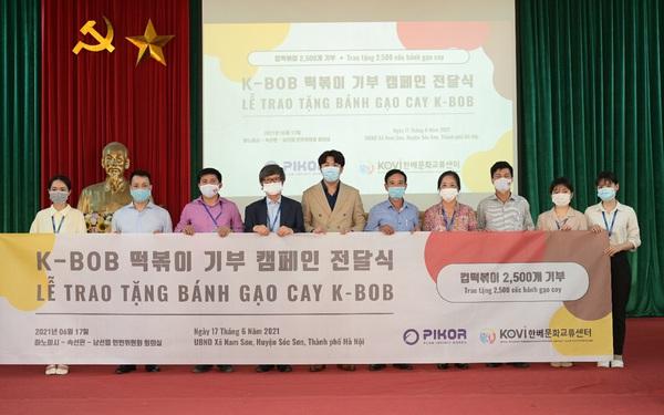Công ty TNHH PIKOR trao tặng 2500 cốc bánh gạo cay cho người dân có hoàn cảnh khó khăn