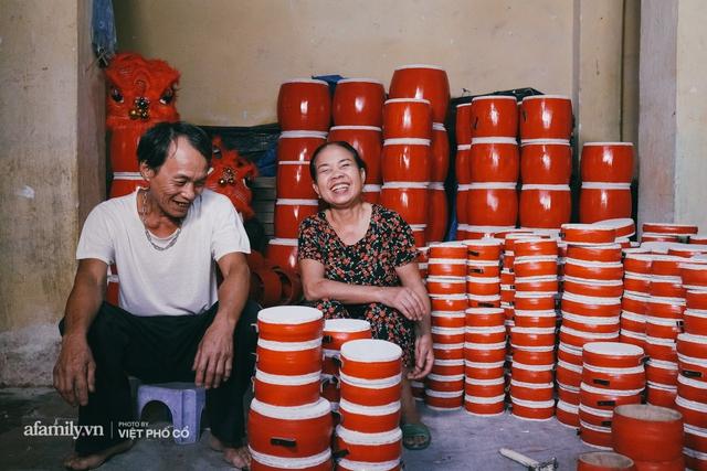 Tết Trung thu về làng Ông Hảo, gặp cặp vợ chồng 40 năm bám nghề làm trống: Đắng-cay-ngọt-bùi đã trải đủ, nhưng chưa 1 ngày mất niềm tin vào sức sống của nghề - Ảnh 13.