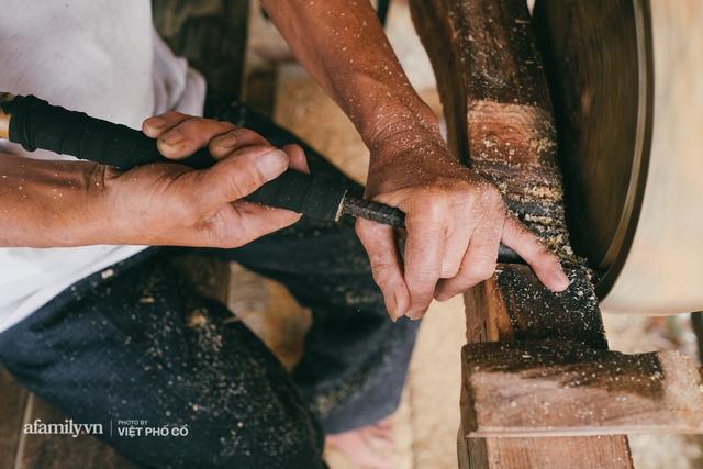 Tết Trung thu về làng Ông Hảo, gặp cặp vợ chồng 40 năm bám nghề làm trống: Đắng-cay-ngọt-bùi đã trải đủ, nhưng chưa 1 ngày mất niềm tin vào sức sống của nghề - Ảnh 17.