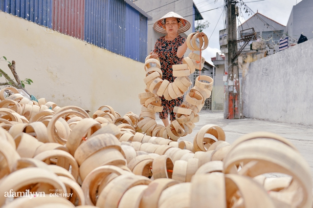Tết Trung thu về làng Ông Hảo, gặp cặp vợ chồng 40 năm bám nghề làm trống: Đắng-cay-ngọt-bùi đã trải đủ, nhưng chưa 1 ngày mất niềm tin vào sức sống của nghề - Ảnh 8.