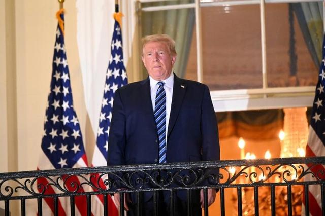 Bác sĩ Nhà Trắng: Ông Trump không còn nguy cơ lây lan Covid-19  - Ảnh 1.