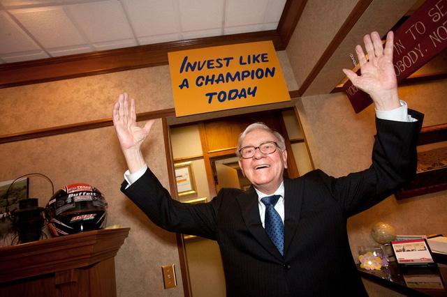 8 chia sẻ về đầu tư và lãnh đạo của Warren Buffett trong cuốn sách mới của tỷ phú Mỹ - Ảnh 8.