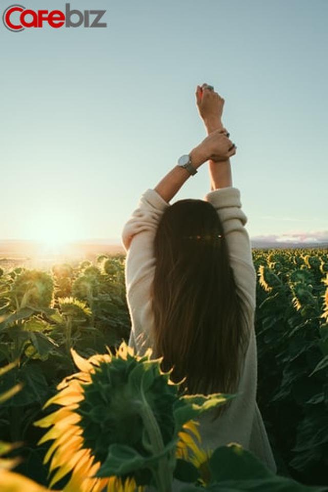 20 tuổi sống vì ba mẹ, 30 tuổi sống vì con cái, sau 40 tuổi, muốn sống cho chính mình: hạnh phúc của phụ nữ là tự mình cho mình - Ảnh 5.