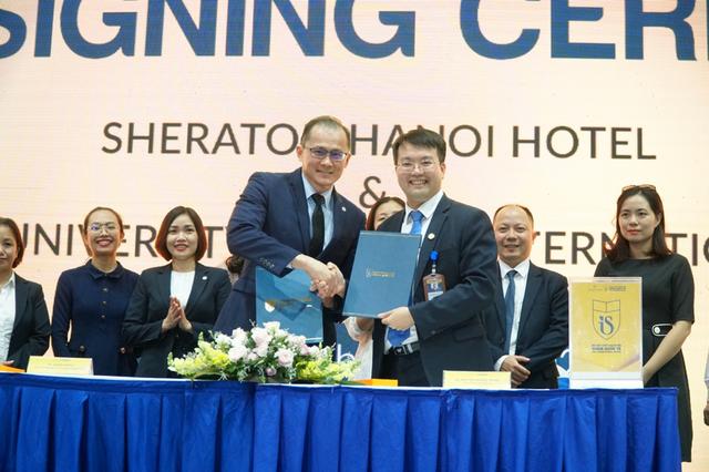 CEO Sheraton Hanoi Hotel giúp tân sinh viên Khoa Quốc tế định hướng bản thân, trở thành công dân toàn cầu - Ảnh 2.