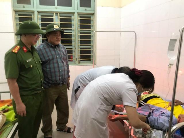 Vụ sạt lở Thủy điện Rào Trăng 3: Đang đưa 3 thi thể công nhân ra ngoài, chưa liên lạc được 13 chiến sĩ cứu hộ - Ảnh 1.