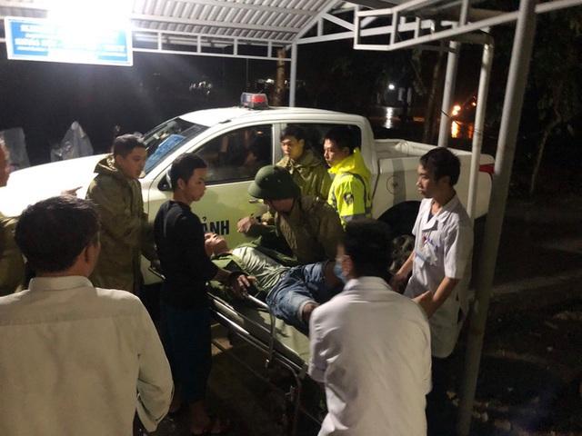 Vụ sạt lở Thủy điện Rào Trăng 3: Đang đưa 3 thi thể công nhân ra ngoài, chưa liên lạc được 13 chiến sĩ cứu hộ - Ảnh 2.