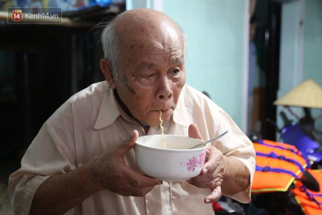 Người dân 5 ngày ăn cháo trắng kèm muối, đêm không dám ngủ trong trận lũ lịch sử ở Quảng Bình - Ảnh 13.