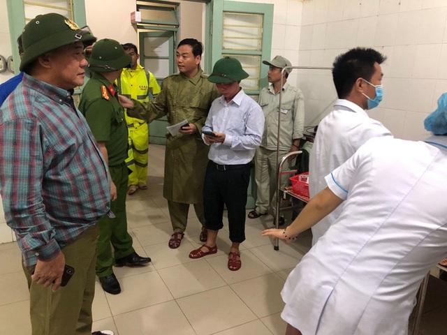 Vụ sạt lở Thủy điện Rào Trăng 3: Đang đưa 3 thi thể công nhân ra ngoài, chưa liên lạc được 13 chiến sĩ cứu hộ - Ảnh 3.