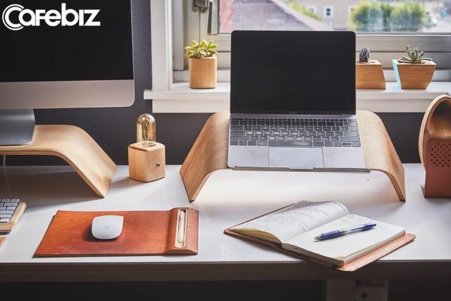 10 thứ không nên xuất hiện trên bàn làm việc của bạn: Sự có mặt của chúng sẽ khiến đồng nghiệp cũng như cấp trên nghĩ bạn thiếu chuyên nghiệp - Ảnh 1.