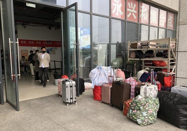 Bên trong thành phố iPhone ở Trung Quốc, nơi những chiếc smartphone 5G mới của Apple đang sẵn sàng để sản xuất - Ảnh 2.