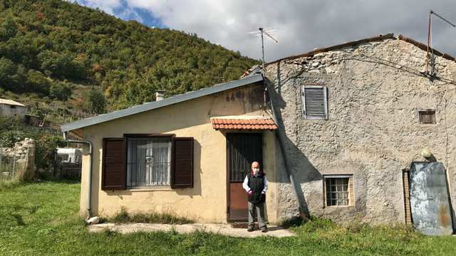 Ngôi làng nơi Covid-19 chưa bén mảng đến ở Ý: Chỉ có 2 người, gặp nhau là đeo khẩu trang, giữ khoảng cách 1 mét - Ảnh 5.