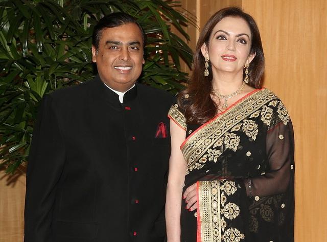 Cuộc sống xa hoa của phu nhân tỷ phú giàu nhất Ấn Độ - Ảnh 1.