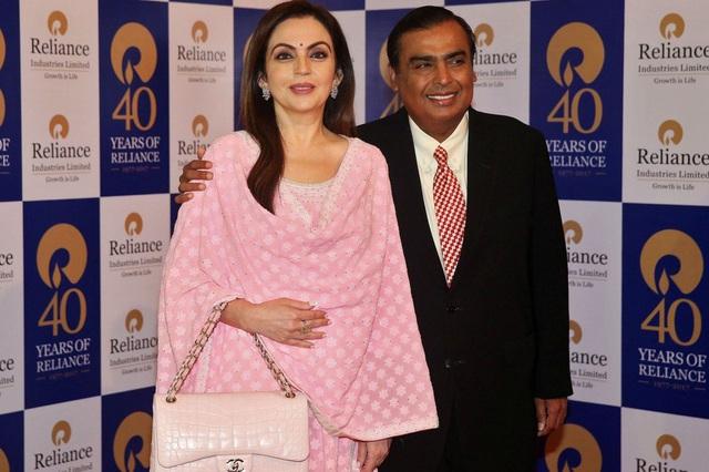 Cuộc sống xa hoa của phu nhân tỷ phú giàu nhất Ấn Độ - Ảnh 2.