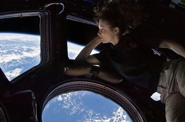 Sau hơn 60 năm, cuối cùng thì NASA cũng làm được một cái toilet nữ ngoài vũ trụ - Ảnh 4.